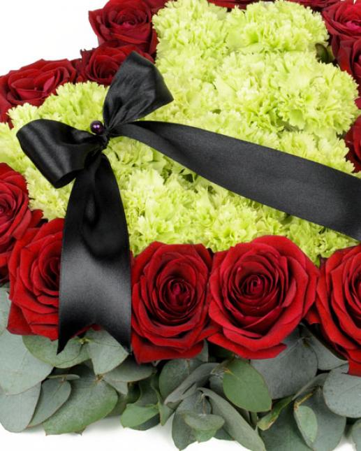 Inima funerara cu trandafiri