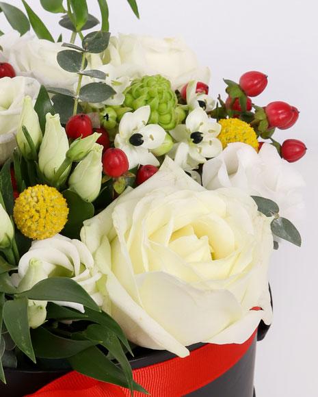 Aranjament floral elegant in cutie