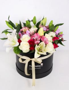 Cutie cu flori roz si albe
