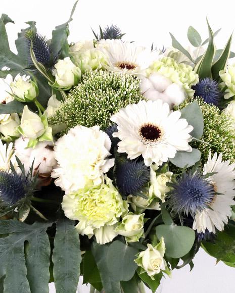 Buchet cu flori albe și verzi