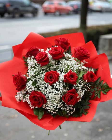 Buchet trandafiri roşii cu Raffaello