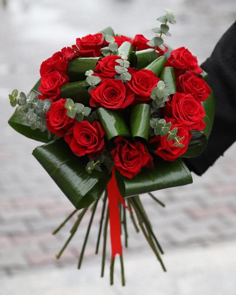 Flori de Dragobete - Buchet cu 11 Trandafiri Rosii