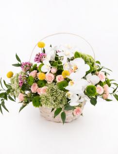 Aranjament floral în coş