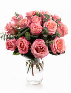 Buchet trandafiri roz decoraţi cu eucalipt