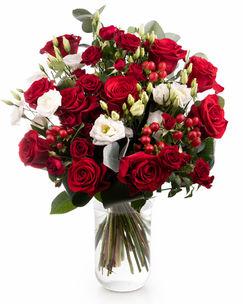 Buchet trandafiri roşii şi hypericum