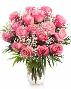 Buchet cu trandafiri roz şi gypsophila