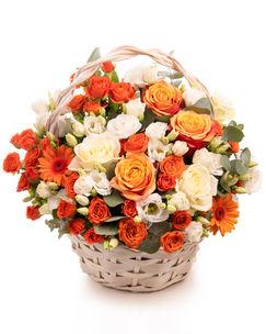 Coș flori portocalii și albe
