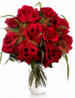 Buchet de trandafiri roșii și panicum