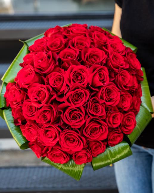 Buchet cu 49 trandafiri roşii