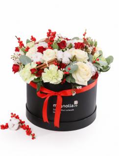 Cutie cu trandafiri si accesorii de iarna