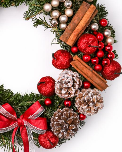 Coronita brad cu decoratiuni de iarna